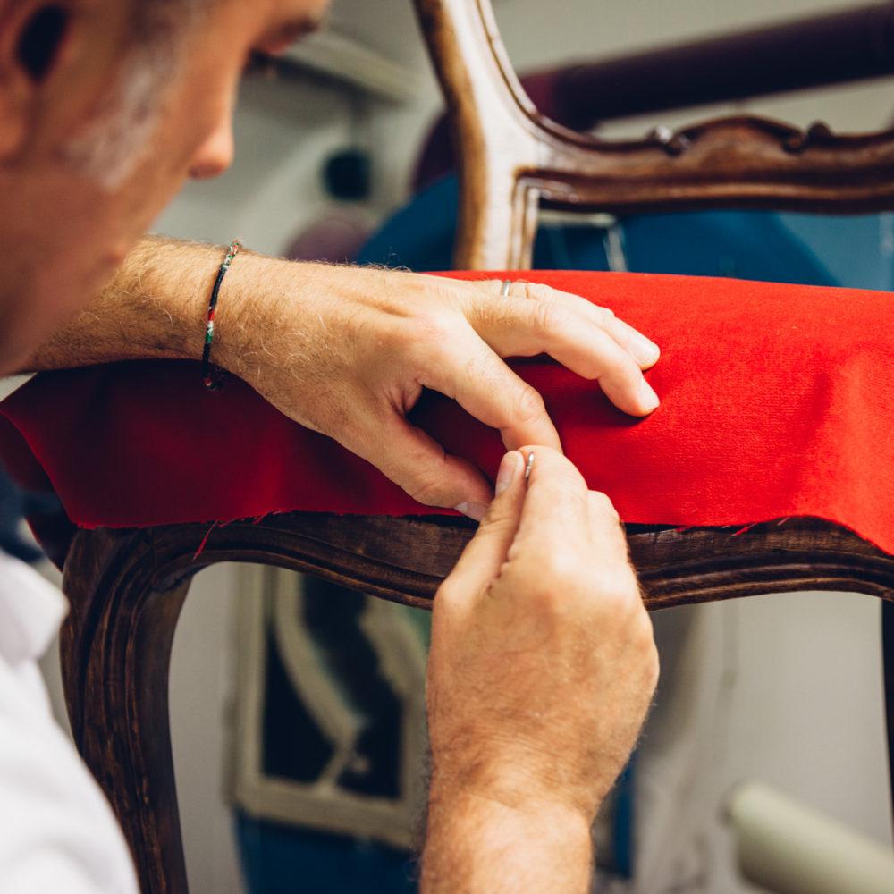 Realizzazione e rifacimento artigianale di divani, poltrone, letti a Milano